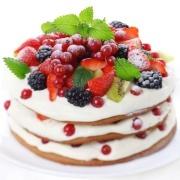 Gammeldags lagkage med bær