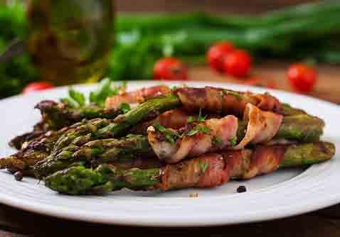 Grillede asparges med bacon
