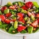 Jordbær avokado salat