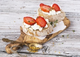 Jordbær og hytteost brød