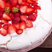 Marengskage med bær