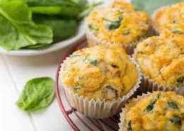 Sunde muffins med spinat og sød kartoffel