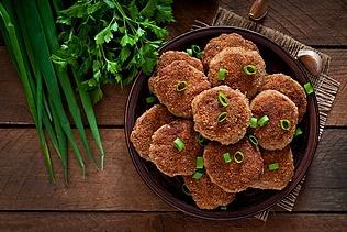 Karbonader med kartofler i ostesauce
