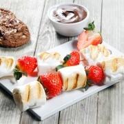 Grillet skumfidus og jordbær