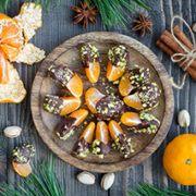 Opskrift på mandariner med chokolade drysset med hakkede nødder