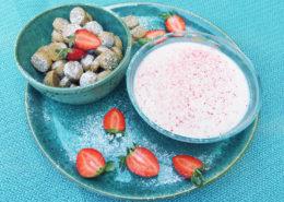 koldskål med skyr og jordbær
