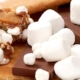 Chokoladebrud med skumfiduser og peanuts