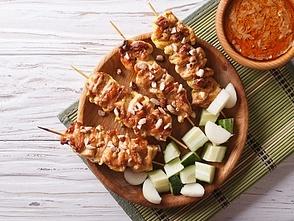 Grillet kyllingespyd med sataysauce