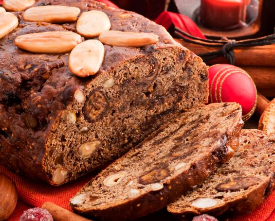 Brød med the, figner og mandler