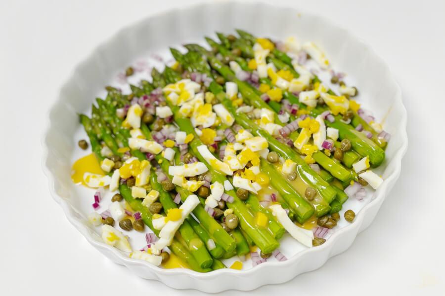 Aspargessalat med ravigotte dressing