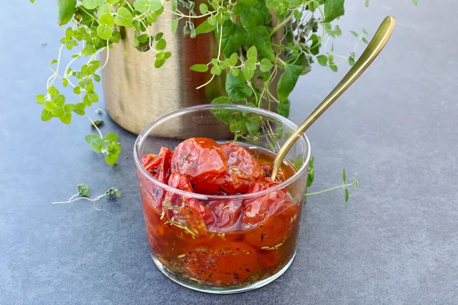 Langtidsbagte cherrytomater i krydderolie