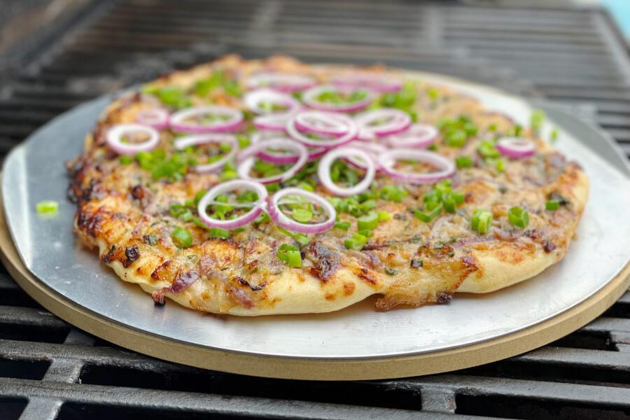 Løgbrød med gorgonzola til grill